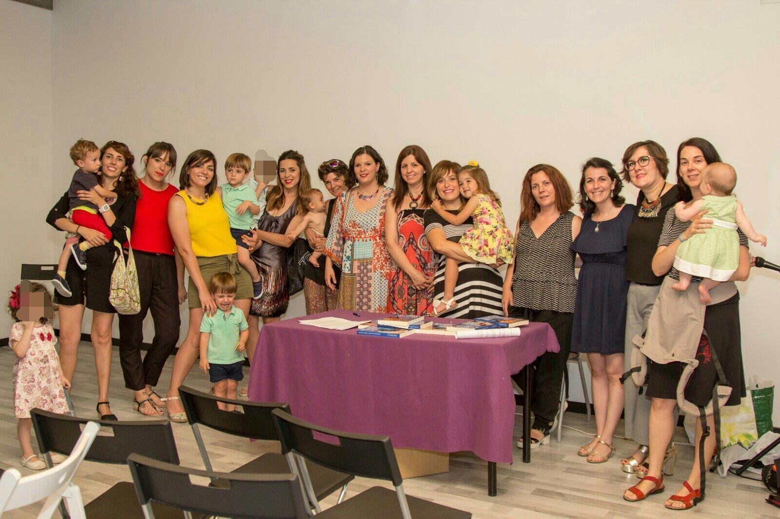 Reunión de varias socias de reAmare en la presentación del Libro lactancia materna casos reales de superación